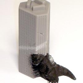 Godzilla Diorama 1984 Crashing Into Building SD Bandai 2005