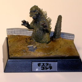 Godzilla vs Mothra Diorama by Yuji Sakai